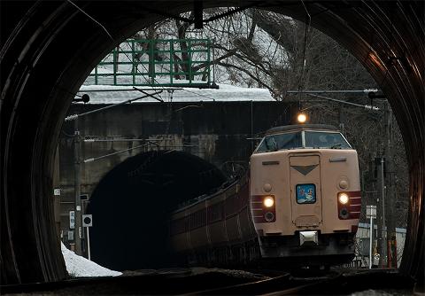 トンネルを抜けた後がどうなっているか分からない電車には乗りませんよね?