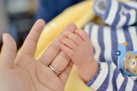 赤ん坊が母親を信頼するほどに信用できればいいのですが。