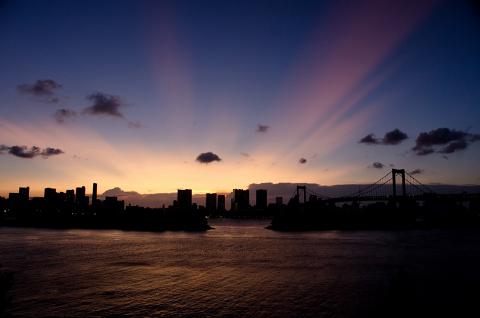東京の素晴らしい姿を世界に見せるのもいいですが…。