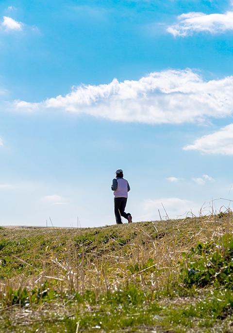 ジョギングも最初は辛くて苦しい時期が続きます。