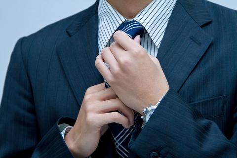 ビジネスマンらしくネクタイ締めることが増えました。