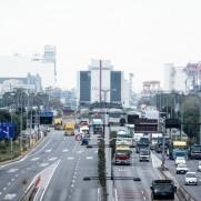 石油価格は日本の国民生活に直接的な影響を与えます。