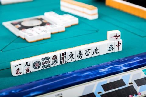 ギャンブルを投資と思い込んでいる人が多そうですね、中国で株をいじっている方々は。