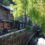 日本の観光地も、それぞれの特色を海外に向けてアピールする時でしょう。