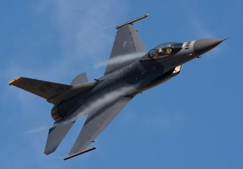 40年以上現役のF-16戦闘機