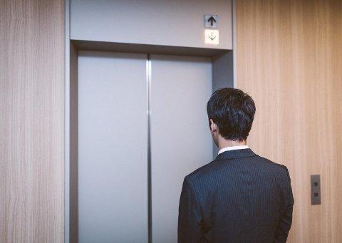 エレベーター、お金がとても掛かるんです。