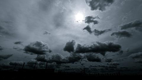 雲行きが怪しい? なら傘を持っていけばいい話です。