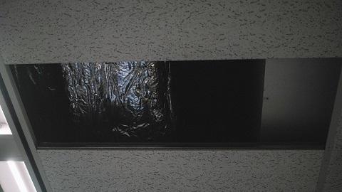 天井や足元ばかり見つめていると、目の前の柱にぶつかります。