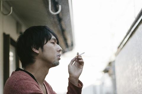 個人的にはベランダで吸うのも勘弁してほしいです。