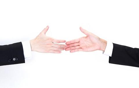 本当にその手を握っていいのか、よく考えて。
