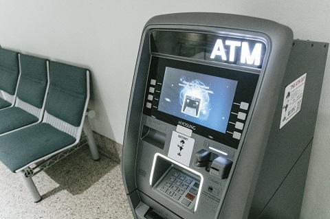 ATM維持に2兆円かかっているそうな。
