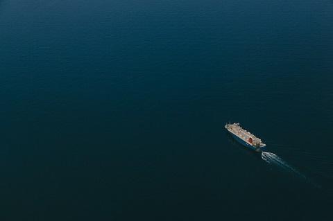 一面が海でも航路は見えています。